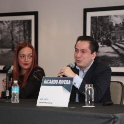 Juliana Sarria, CSL of Strategy and Product de Arena, y Ricardo Rivera, Head of Marketing de Volaris.
