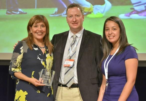 Olga Serna receiving the Award for Coca Cola Agency Elemento, Marcos Baer, publisher of Portada,  and Award presenter Evelyn Castro, La Prensa de Houston.